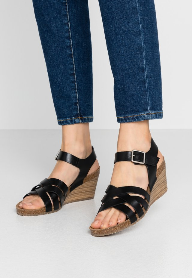 SOLYNA - Sandály na klínu - noir