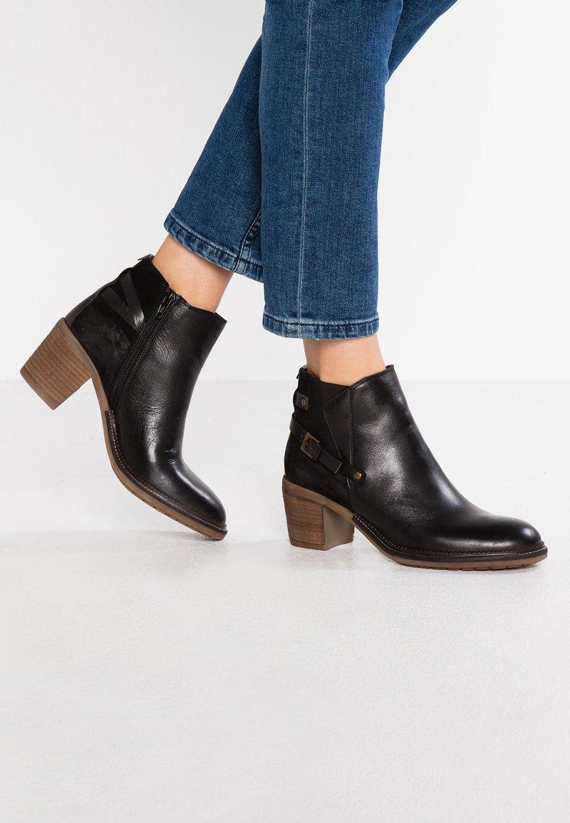 Kickers - PIONIER - Boots à talons - noir