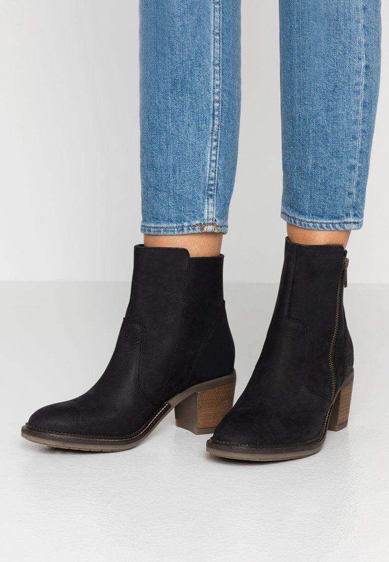 Kickers - PHILEMONA - Korte laarzen - noir