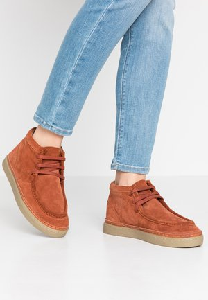 STOLLA - Chaussures à lacets - rouge rouille