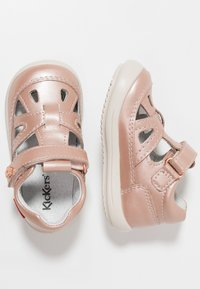 Kickers - KIKI - Baby shoes - rose gold - 0