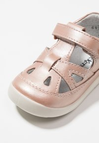 Kickers - KIKI - Baby shoes - rose gold - 2