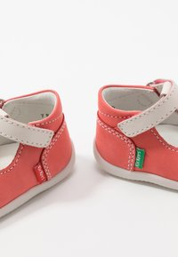 Kickers - BONBEKRO - Zapatos de bebé - rose/blanc - 6