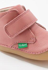 Kickers - SABIO - Baby shoes - rosé antique - 2