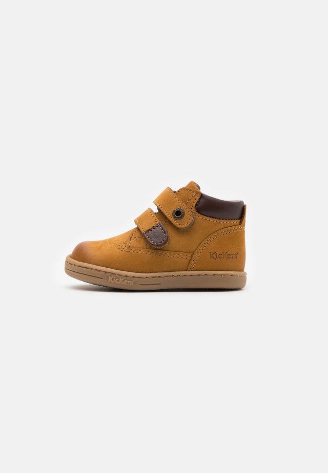 TACKEASY - Baby shoes - camel marron