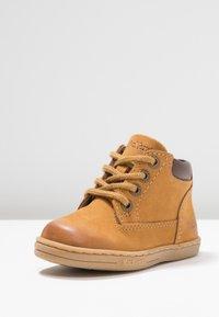 Kickers - TACKLAND - Dětské boty - camel/marron - 3