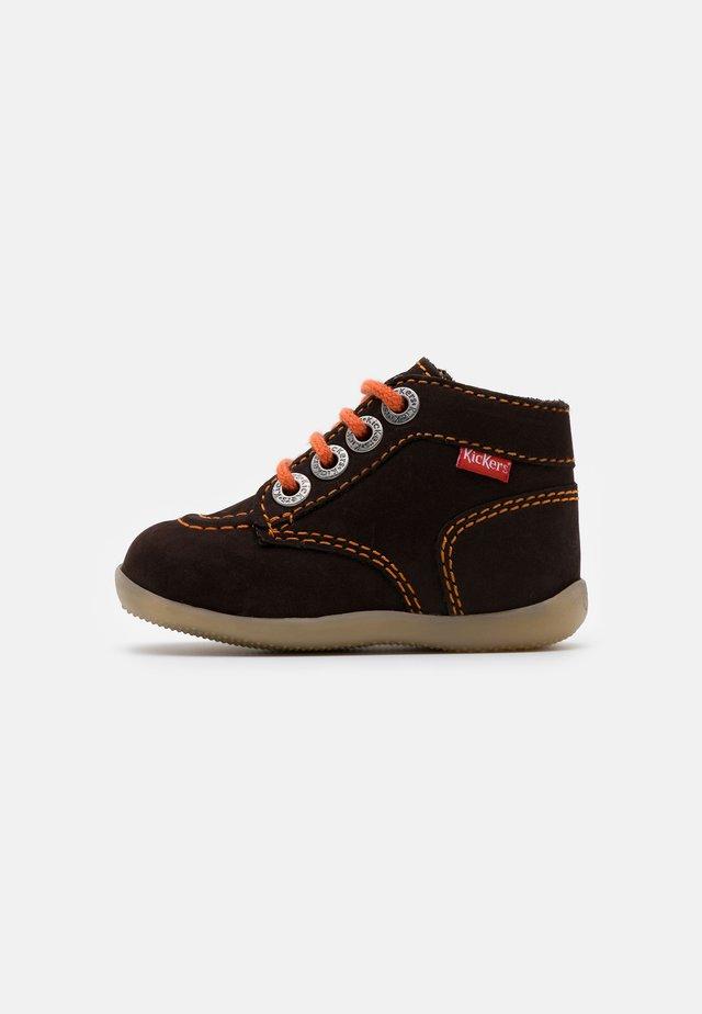 BONZIP - Vauvan kengät - marron fonce/orange