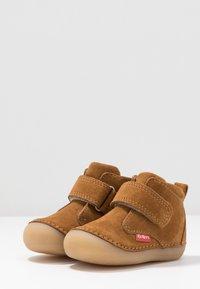 Kickers - SABIO - Baby shoes - camel - 3