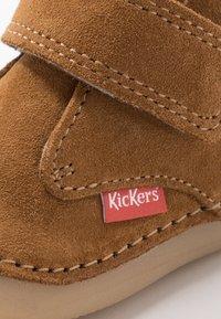 Kickers - SABIO - Baby shoes - camel - 2