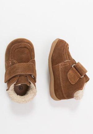 BAMBA - Baby shoes - camel clair