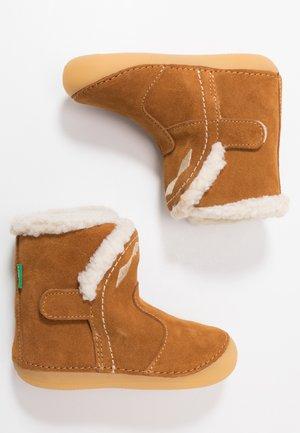 SOFUR - Chaussures premiers pas - camel