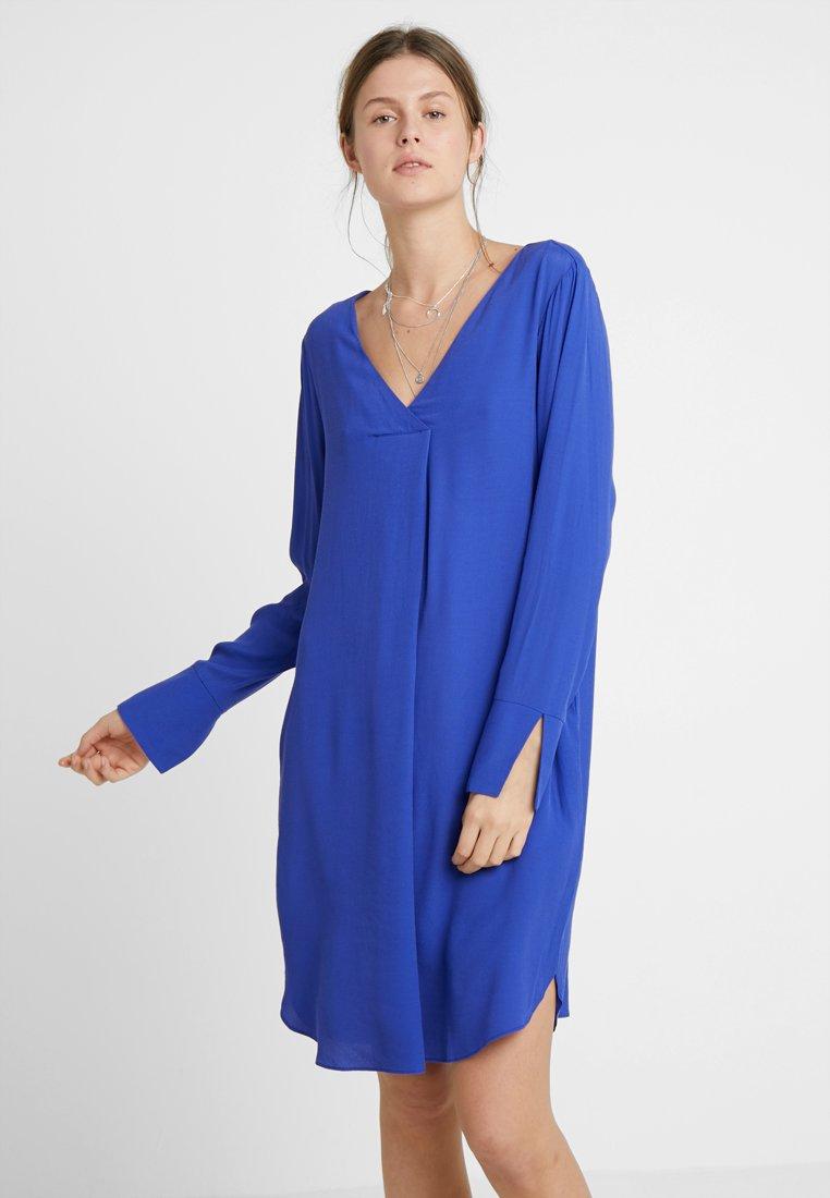 KIOMI TALL - Vapaa-ajan mekko - clematis blue