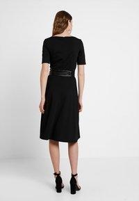 KIOMI TALL - Žerzejové šaty - black - 3
