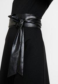KIOMI TALL - Žerzejové šaty - black - 6