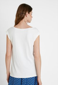 KIOMI TALL - Bluser - off-white - 2