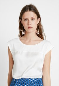 KIOMI TALL - Bluser - off-white - 0