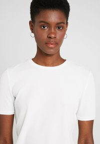 KIOMI TALL - Basic T-shirt - white - 4