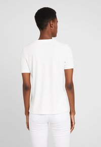 KIOMI TALL - Basic T-shirt - white