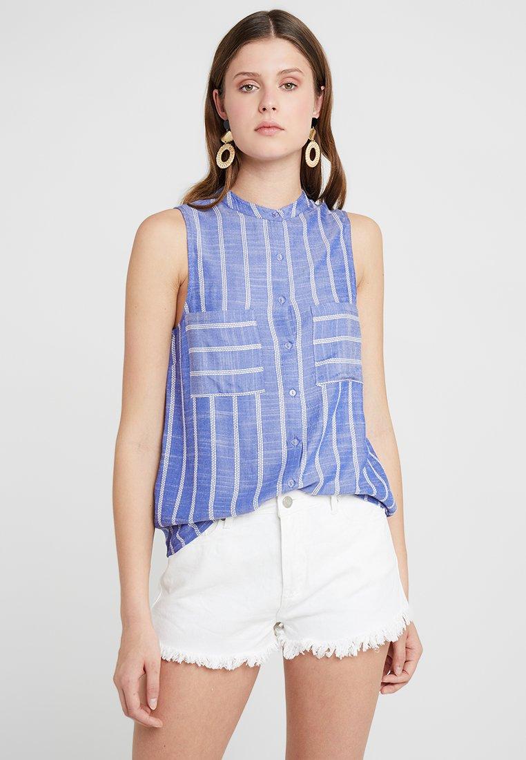 KIOMI TALL - Blus - white/blue