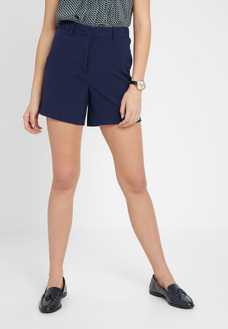 KIOMI TALL - CITY MARITIME - Shorts - maritime blue