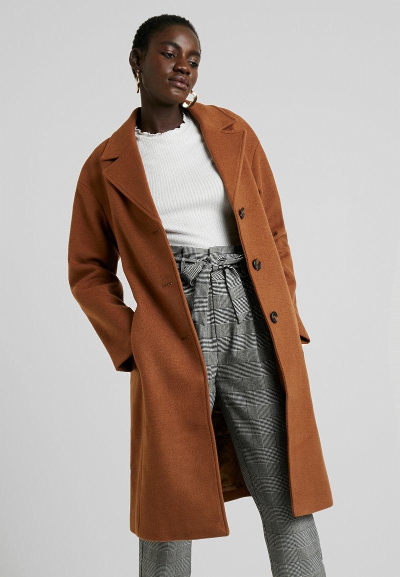 KIOMI TALL - Manteau classique - dark brown
