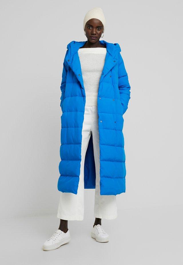 Kabát zprachového peří - directoire blue