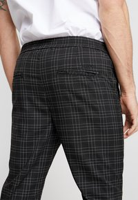 Kings Will Dream - ELGO - Pantaloni - black/white - 5