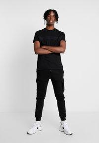 Kings Will Dream - GROCKTON JOGGERS  - Pantalon de survêtement - black - 1
