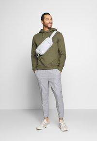 Kings Will Dream - BOLO SMART JOGGERS  - Kalhoty - grey - 1