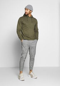 Kings Will Dream - VINCENT SMART JOGGERS IN PRINCE OF WALES - Kangashousut - charcoal - 1
