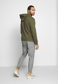 Kings Will Dream - VINCENT SMART JOGGERS IN PRINCE OF WALES - Kangashousut - charcoal - 2