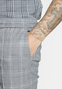 Kings Will Dream - FLICK CHECK - Shorts - grey - 5