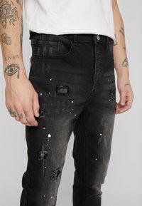 Kings Will Dream - KINGS WILL DREAM ROCKET CARROT FIT JEANS  - Jeans slim fit - black - 5