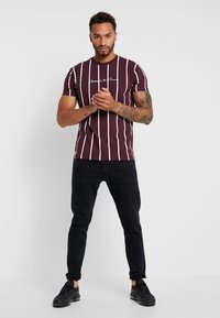 Kings Will Dream - T-shirt con stampa - burgundy/white/navy - 1