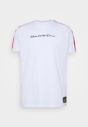FAIRFIELD - T-shirt med print - white