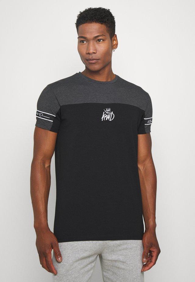 VESY - T-shirt con stampa - char/black