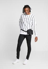 Kings Will Dream - VERTICAL STRIPE - Sweatshirt - white - 1