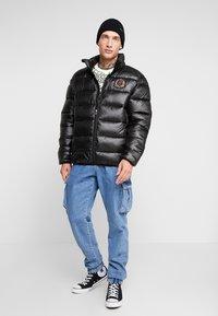 Glorious Gangsta - KAPPLIN PUFFER JACKET - Zimní bunda - black - 1