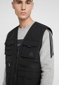 Kings Will Dream - KINGS WILL DREAM MILVIEW UTILITY VEST  - Waistcoat - black - 3