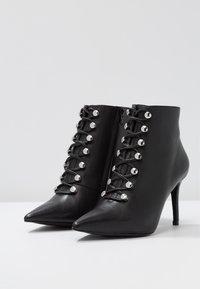 KIOMI Wide Fit - WIDE FIT  - Kotníková obuv na vysokém podpatku - black - 4
