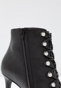 KIOMI Wide Fit - WIDE FIT  - Kotníková obuv na vysokém podpatku - black - 2