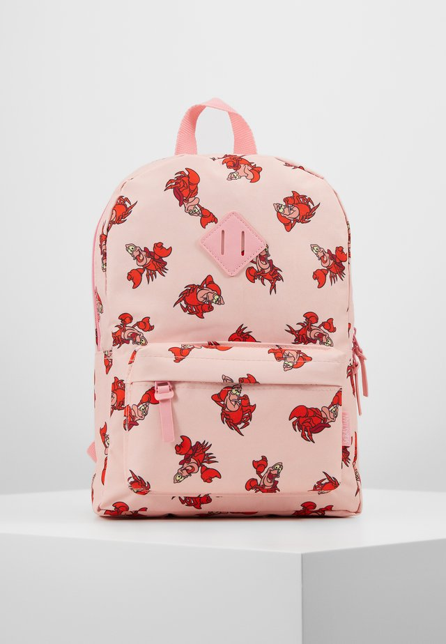 BACKPACK THE LITTLE MERMAID CLASSICS SEBASTIAN - Rygsække - peach