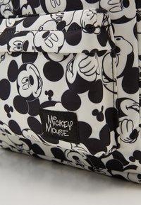Kidzroom - BACKPACK AND PENCIL CASE MICKEY MOUSE ALL TOGETHER SET - Školní taška - black/white - 2