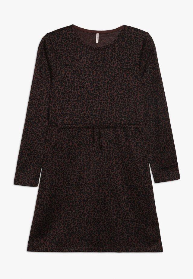 KONKIKI ELCOS DRESS  - Pletené šaty - bitter chocolate