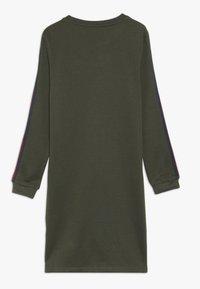 Kids ONLY - KONBETTY TAPE DRESS  - Denní šaty - grape leaf/red tape - 1