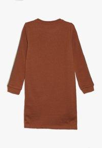 Kids ONLY - KONBETTY TAPE DRESS  - Denní šaty - ginger bread - 1