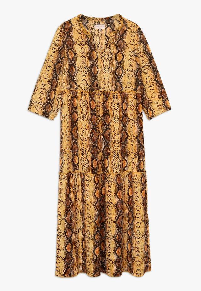 KONCOCO MIDI DRESS - Denní šaty - golden yellow