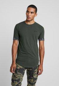 Kiez - CUFFED TEE - T-shirt imprimé - dark khaki - 0