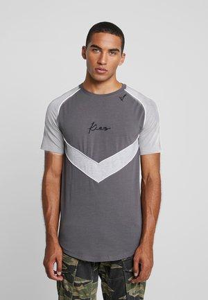 CHEVRON RAGLAN TEE - T-shirt imprimé - dark grey base