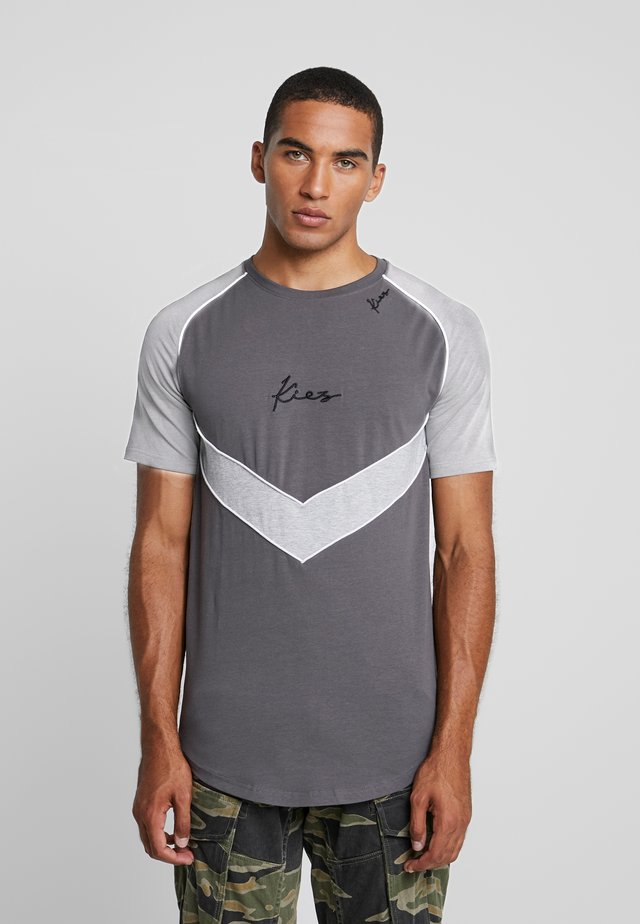 CHEVRON RAGLAN TEE - Print T-shirt - dark grey base
